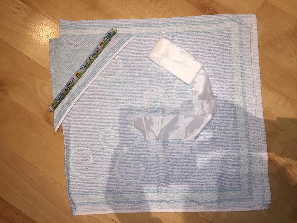 Kapuzenhandtuch und Badeponcho: ein Badeset für Puppen selbermachen