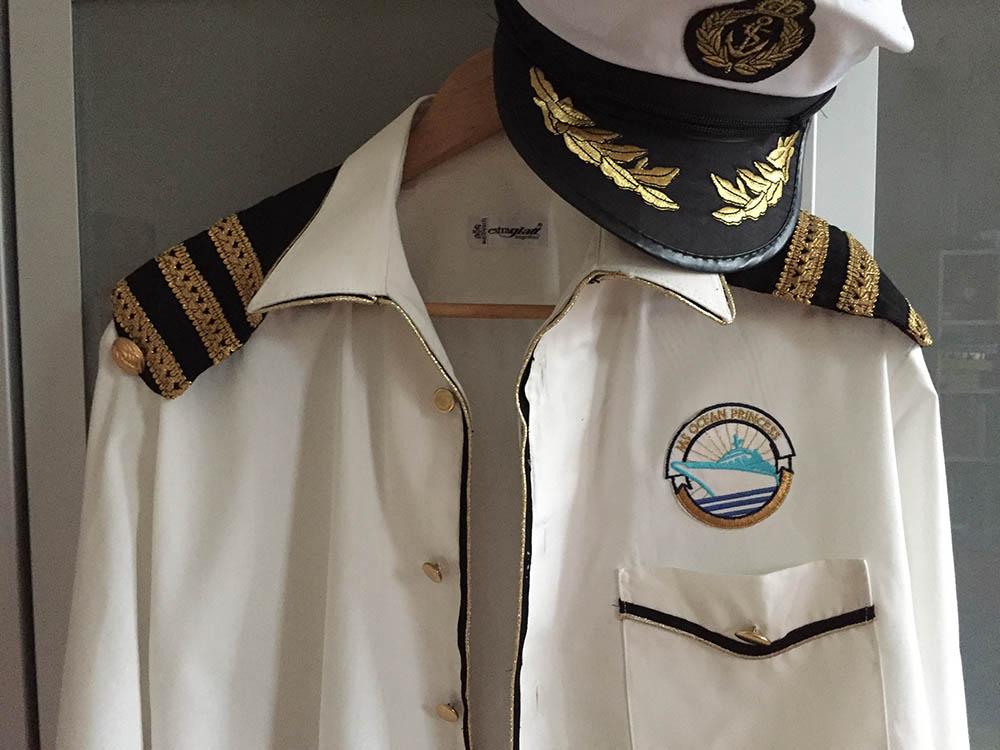 upcycling ein altes Herrenhemd wird ein Kapitänskostüm