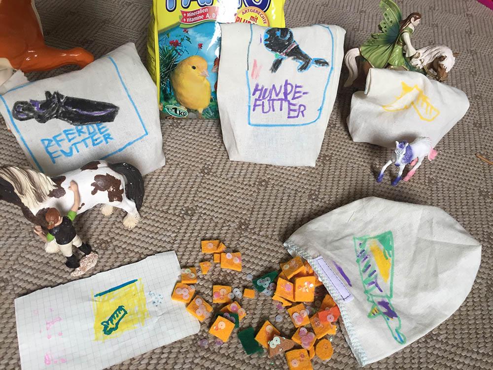Basteln mit Kindern, Kinder nähen, einfache Näh-Projekte für Anfänger, einfache DIY-Projekte, Geschenk für Kinder selbermachen, ein Säckchen aus Stoff, Futtersack für Kuscheltiere