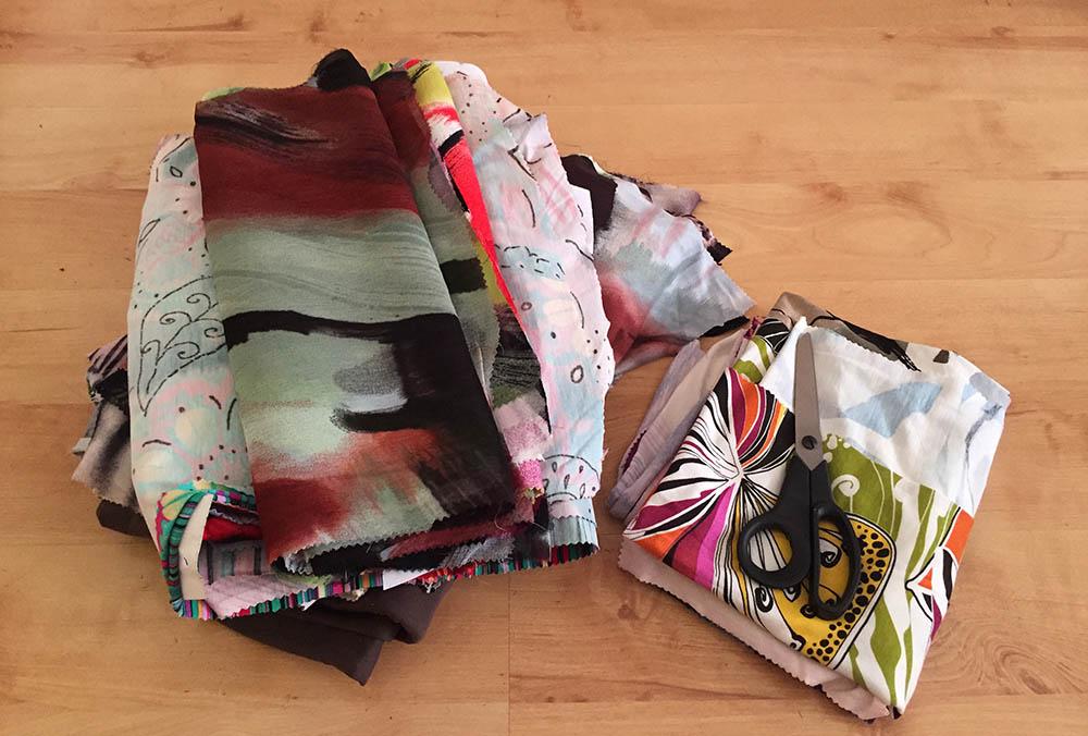 Kleider aus verschiedenen Stoffen zusammen setzen, Stoffkanten mit Jerseystreifen versäubern, einfaches Kleid nähen, Kanten versäubern für Anfänger