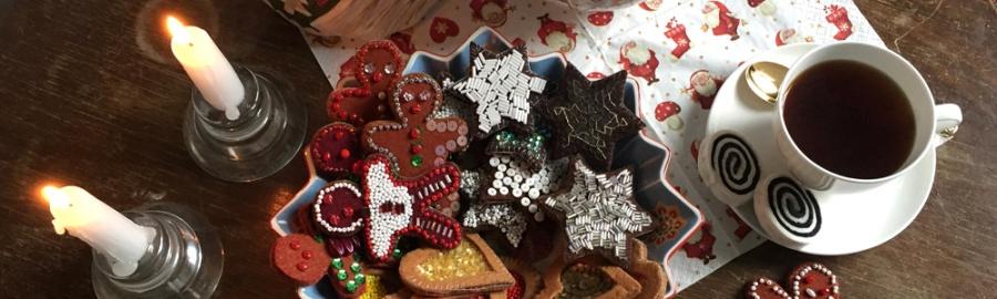 Dekoration für Weihnachten aus Filz, Basteln mit Filz, einfache DIY-Projekte für Weihnachten, für Weihnachten basteln mit Kindern, Kekes und Plätzchen aus Stoff basteln, nähen für die Kinderküche,