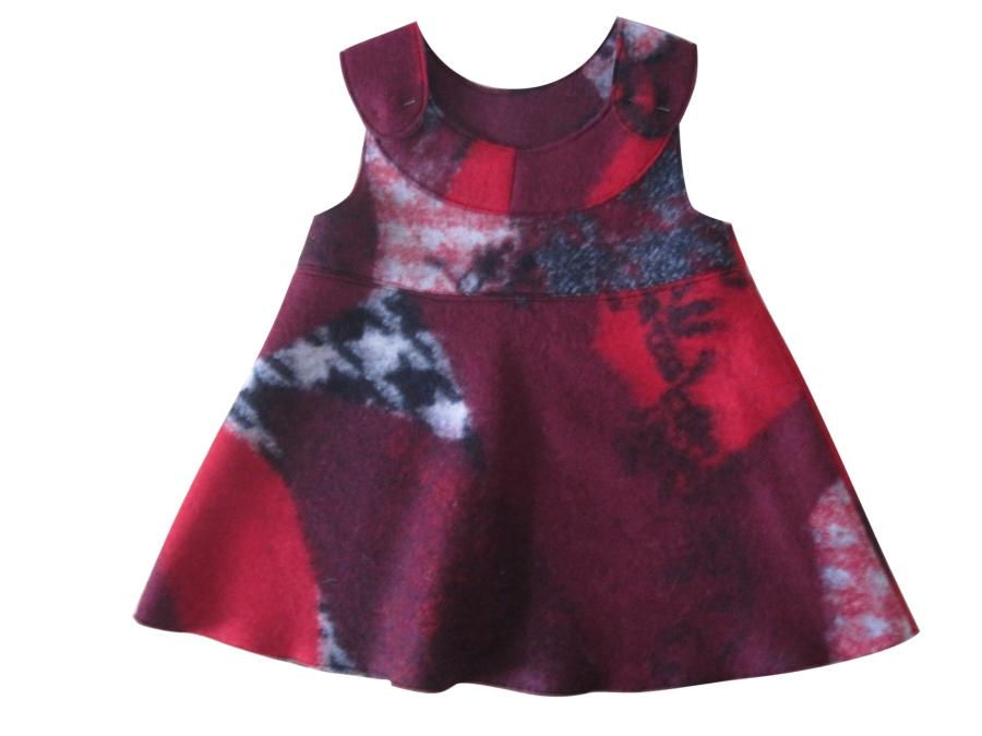 Den richtigen Stoff für ein Sommerkleid auswählen, die richtige Stoffwahl für ein sommerliches Kleid, ein Kinderkleid aus Baumwollstoff nähen, ein Schnittmuster an einen anderen Stoff anpassen, ein Schnittmuster passend zu einem anderen Stoff abwandeln, anderer Stoff andere Verarbeitung, ein Kleid aus Walkstoff nähen, Walkstoff verarbeiten, offenkantige Verarbeitung, Säume sichern bei Walkstoff, Stoffkanten versäubern ohne Overlock-Nähmaschine,
